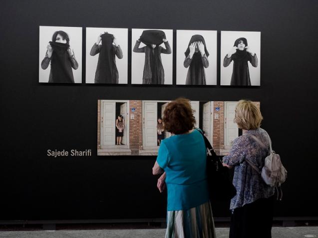 Sara, Vue d'exposition, Les rencontres photographie, Atelier de Chaudronnerie, Arles, 2014